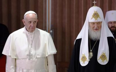 Ecumenismo: Abraço histórico entre Papa e patriarca ortodoxo de Moscovo e uma declaração conjunta
