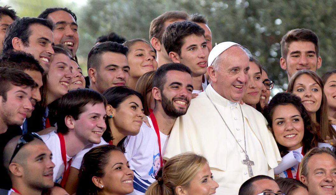 Papa Francisco assina exortação apostólica pós-sinodal dedicada aos jovens a 25 de março