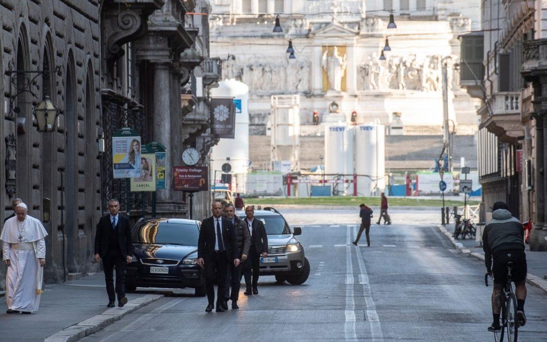 """Bispos portugueses convidam à """"comunhão"""" com o Papa em oração e bênção extraordinária"""