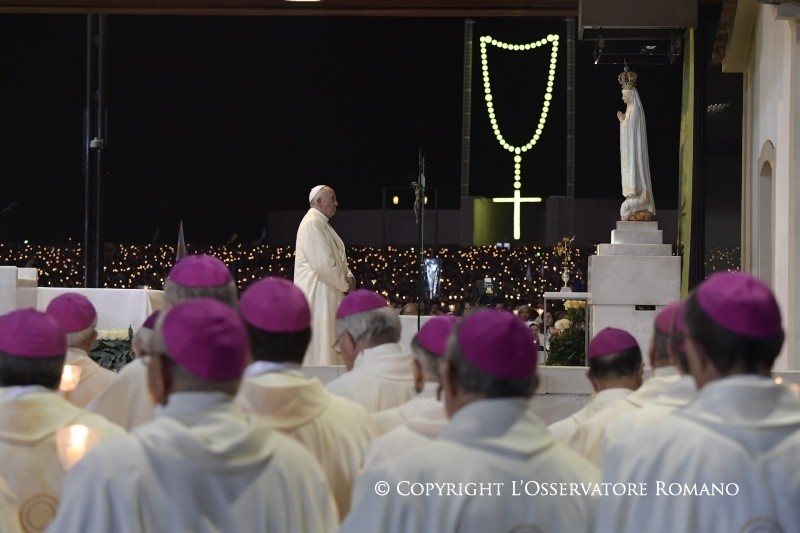 Peregrinação a Fátima: Bênção das velas na Capelinha das Aparições