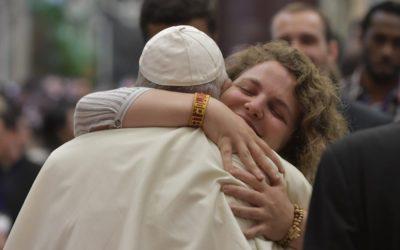 Portuguesa Catarina Duarte deu um abraço «bem apertado» ao Papa Francisco