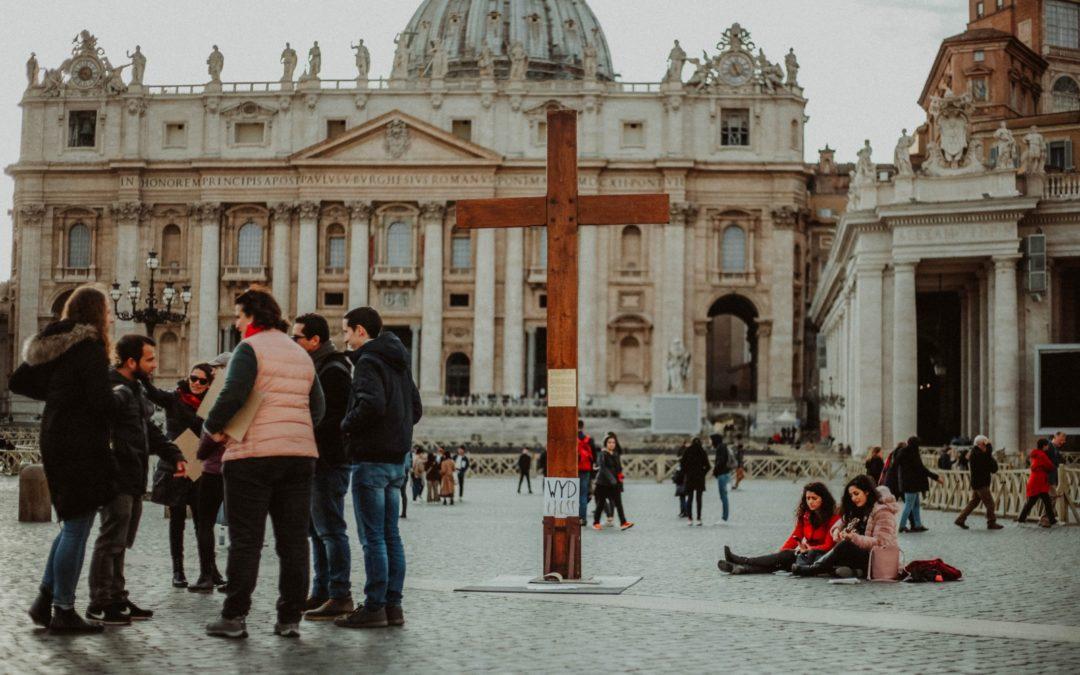 Evangelização com a Cruz da JMJ durante a Quaresma no Vaticano